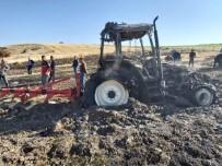 Elazığ'da Yanan Traktör Kullanılamaz Hale Geldi