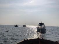 Kadıköy'de İki Tekne Kayalıklara Çarptı