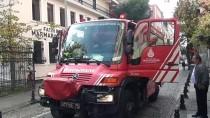 KOCAMUSTAFAPAŞA - (ÖZEL) Otomobilin Motoruna Sıkışan Kediyi İtfaiye Ekipleri Kurtardı