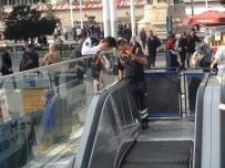 TAKSIM - Taksim Metro İstasyonu Merdivenlerinde Yangın Paniği