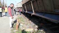 YÜK TRENİ - Tren Raydan Çıktı, Ekipler Seferber Oldu