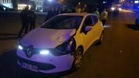 CUMHUR ÜNAL - Yolun Karşısına Geçen Kadına Otomobil Çarptı