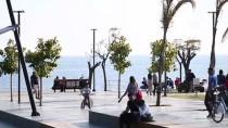 Antalya'da Tatilciler Kasımda Deniz Keyfi Yaptı