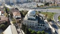 Avcılar'da Depremde Minaresi Yıkılan Cami Akıbetini Bekliyor