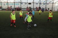 KAYAŞEHİR - Başakşehir'de minikler sahaya indi