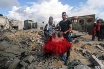 ROKET SALDIRISI - Yeni Evlenen Filistinli Çift, İsrail'in Saldırısında Evsiz Kaldı