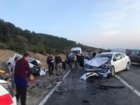 Bursa'da İki Araç Kafa Kafaya Çarpıştı, 6 Kişi Yaralandı
