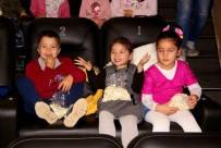 PATLAMIŞ MISIR - Köy Okullarından Gelen Öğrenciler Aileleriyle Birlikte Film İzledi