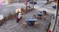 Otomobil İle Motosikletin Çarpışması Kamerada