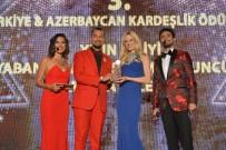 PERİHAN SAVAŞ - AK Parti Kurucu Üyesi, İstanbul Eski Milletvekili Kuzu'ya 'Yılın En İyi Siyasetçisi' Ödülü