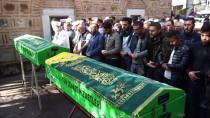 Çorum'daki Kazada Ölen Müezzin İle Eşinin Cenazeleri Balıkesir'de Toprağa Verildi