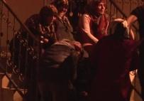 Gözyaşları İçinde Yanan Evini İzledi, Komşuları Teselli Etti