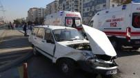 EŞREF BITLIS - Kayseri'de Trafik Kazası Açıklaması 2 Yaralı