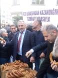 4 Günlük Gözaltından Aldığı 400 Lirayla Aldığı Simitleri Halka Dağıttı