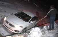 Erzincan'da Ulaşıma Kar Ve Tipi Engeli