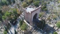 Konya'nın Kız Kulesi Açıklaması 'Gömeç Hatun Türbesi'