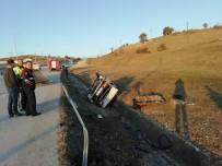 Otomobil Su Kanalına Yuvarlardı Açıklaması 2 Yaralı