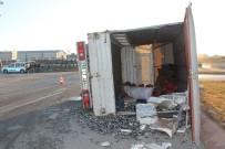 Sivas'ta Tanker İle Kamyonet Çarpıştı Açıklaması 2 Yaralı