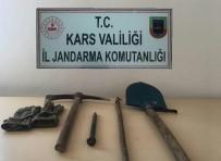 KÜMBET - Arpaçay'da Defineciler Suçüstü Yakalandı