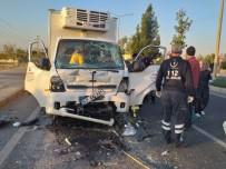 Mardin'de Kamyonet, Özel Halk Otobüsü İle Çarpıştı Açıklaması 1 Yaralı