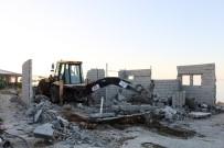 KAÇAK YAPILAŞMA - Van Gölü Sahilindeki Ruhsatsız Yapı Yıktırıldı