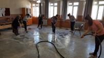 GÖKMEN - Ara Tatilde Öğretmenler Okulu Temizledi