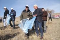 Daha Temiz Hazar Gölü İçin Vali, Beraberindekilerle Çöp Topladı