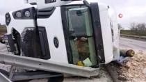 KAPIKULE SINIR KAPISI - Edirne'de Taş Yüklü Kamyonun Devrilmesi Sonucu Yol Bir Süre Kapandı