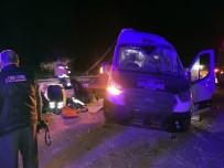 Yozgat'ta Trafik Kazası Açıklaması 16 Yaralı