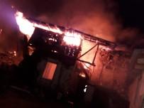 CAMİ İMAMI - Gece Çıkan Yangın Sabah Kontrol Altına Alınabildi