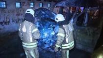 İstanbul'da Park Halindeki Servis Minibüsü Yandı