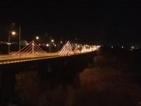 547 Metrelik Köprünün Işıkları, Kadınlar İçin Turuncu Yandı