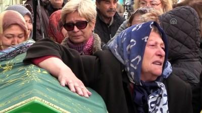 Boşandığı Eşi Tarafından Satırla Öldürülen Kadın Toprağa Verildi