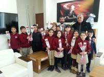 Öğrencilerden Ağız Ve Diş Sağlığı Doktorlarına Sürpriz Ziyaret