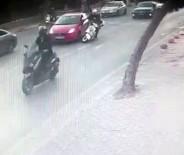 (Özel) Kontrolsüz Şerit Değiştiren Sürücü Az Kalsın Motosikletlinin Ölümüne Neden Olacaktı