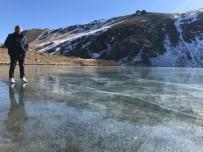 GÖLLER - Sıcaklık Eksi 17'Yi Gördü, Göller Buz Pistine Dönüştü