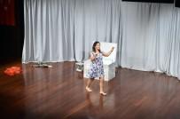 TİYATRO OYUNU - Beşiktaş'ta 'Bir Kadın Uyanıyor' Tiyatro Oyunu Sahnelendi