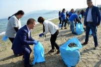 DENİZ POLİSİ - İşçiler Çevre Temizliği Yaptı