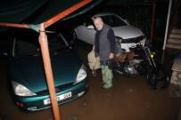 Kemer'i Yağmur Vurdu, Evlerin Bodrum Katını Su Bastı