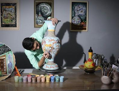Resim sanatını çini ve seramikle buluşturdu