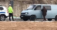Trafik Otosu Yolda Kalan Aracı Tamirciye Kadar Çekti