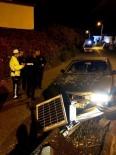 Ayvalık'ta Otomobil Refüjdeki Tabelaya Çarptı Açıklaması 3 Yaralı