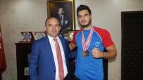 Burhaniye'de Şampiyon Sporcudan Kaymakam Ziyareti