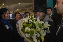 HALUK BİLGİNER - Emmy Ödülleri'nde 'En İyi Erkek Oyuncu' Ödülünü Alan Haluk Bilginer İstanbul'a Geldi