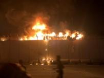 BOĞULMA TEHLİKESİ - Irak'ta Protestocular İran Konsolosluğu Binasını Ateşe Verildi