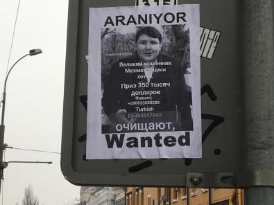 Kiev sokaklarına 'Tosuncuk' için yeni afişler