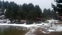 SıRADıŞı - Limni Gölü'nde Kar Yağışı Başladı