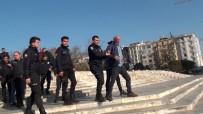 ÇEVİK KUVVET POLİSİ - (Özel) Taksim'de Alkollü Şahıs Ortalığı Birbirine Kattı
