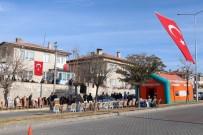 BABA OCAĞI - Nevşehirli Şehidin Mahallesi Türk Bayraklarıyla Donatıldı