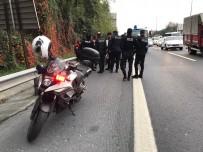 KAVACıK - (Özel) Motosikletli Polise Bir Başka Motosikletli Polis Çarptı Açıklaması 2 Polis Yaralı